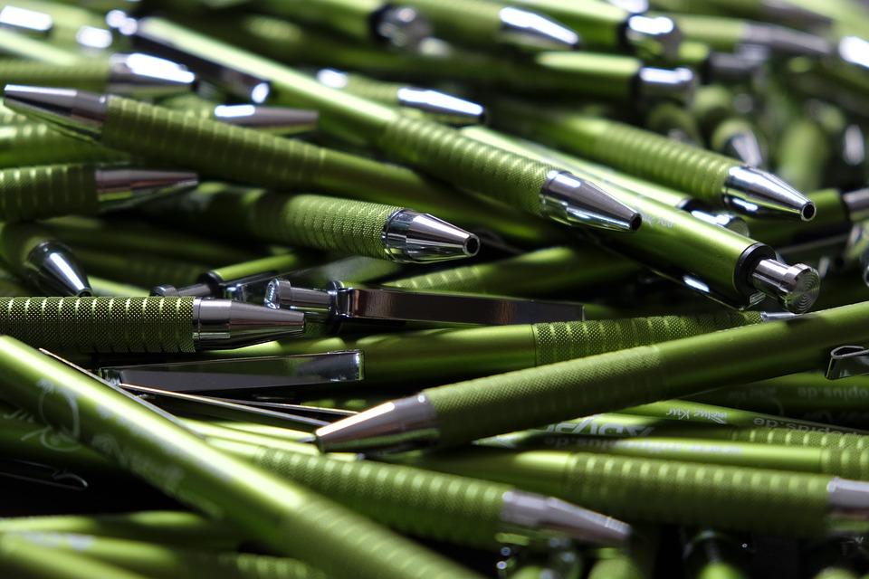 Le stylo personnalisé un excellent outil marketing est devenu incontournable pour les entreprises d'en opter afin d'assurer une visibilité en longue durée